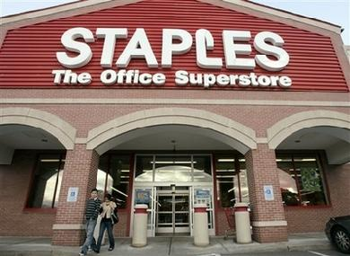390_Staples_Store